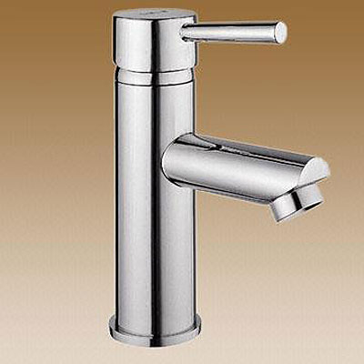 Contemporary Roberto Single Handle Chrome Bathroom Faucet